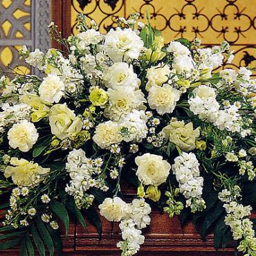 Funeral_Casket_Flowers_Pure-White_lougheed_flowers_florist_sudbury