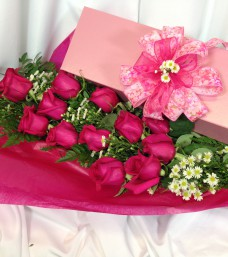 Lougheed Flowers Premium Roses Boxed * Hot Pink